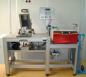 Helium leakage testing equipment for heating elements with plastic cover